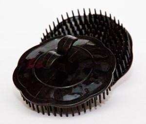 Massagekarda/borste för hårbotten