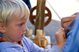 Fabian lär sig tagla sitt rep
